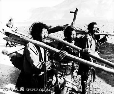 Тибетские рабы за работой.